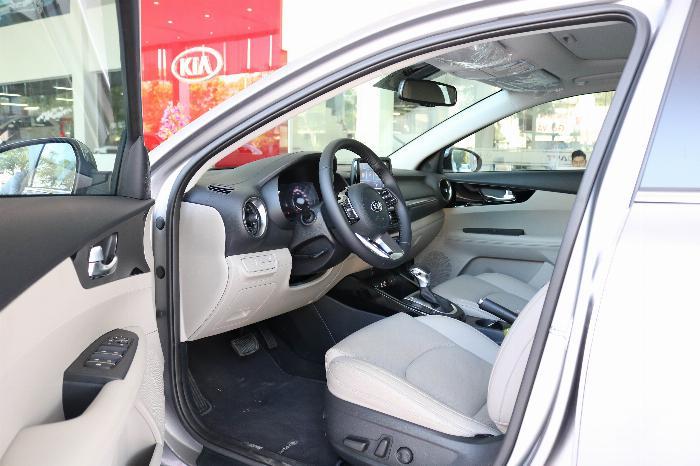 KIA Cerato 2020 Sô tự động 1.6AT Luxury. Tặng Bảo Hiểm + Phụ Kiện. Đưa trước 216 Triệu 4