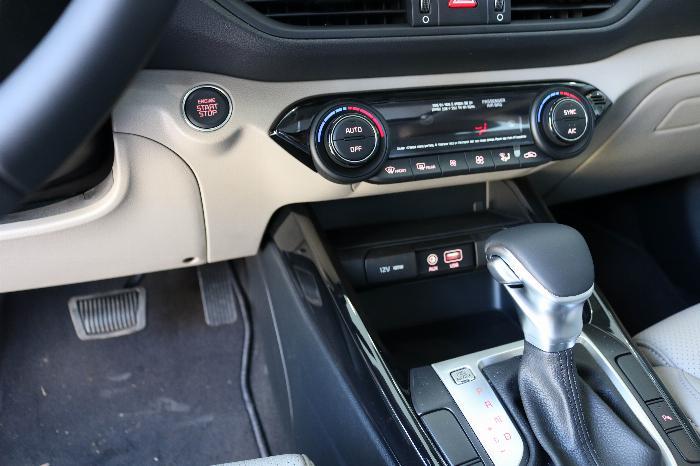 KIA Cerato 2020 Sô tự động 1.6AT Luxury. Tặng Bảo Hiểm + Phụ Kiện. Đưa trước 216 Triệu 9