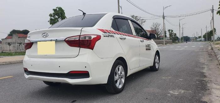 Cần bán Hyundai I10 số sàn 2017 full 1.2 màu Trắng 4
