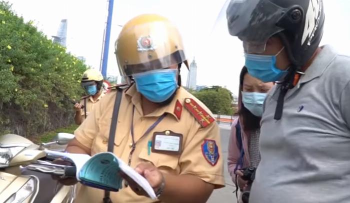 Các giấy tờ bắt buộc mang theo để không bị phạt khi tham gia giao thông đường bộ