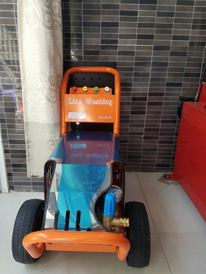 máy rửa xe cao áp chuyên rửa xe oto. 0