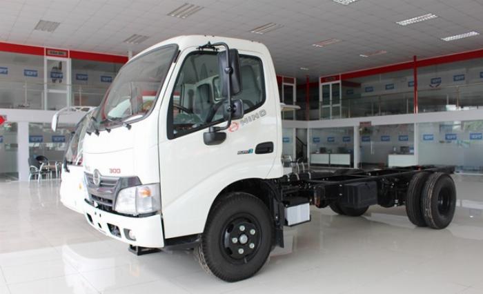 Bán xe tải Hino XZU650L 1,9 tấn thùng mui bạt giá ưu đãi