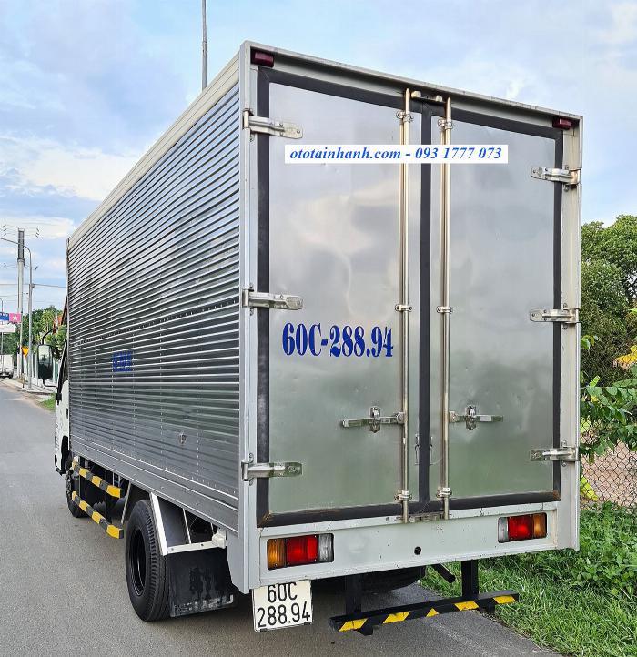 Bán xe tải isuzu 1.9t cũ, Isuzu QKR 270 cũ đời 2016 - thùng kín inox dài 4m4