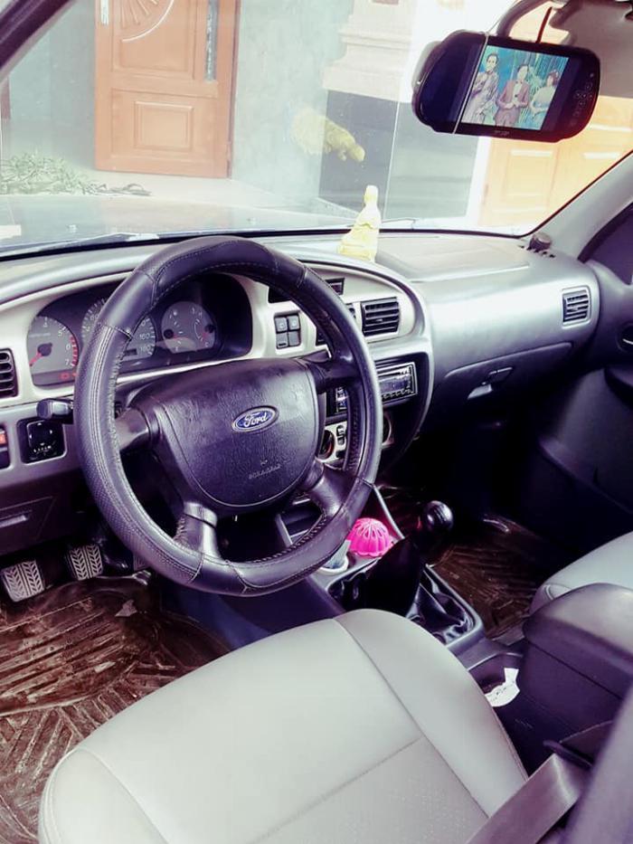 Ford Everet 7 chổ thần thánh . 2005. máy xăng ổn định, tất cả hoạt động tốt ,