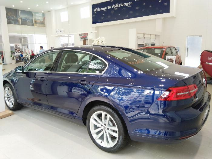 Volkswagen Passat BlueMotion High Giảm giá sốc chỉ còn 1ty 302 triệu 7