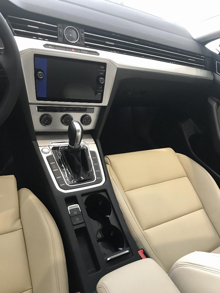 Volkswagen Passat BlueMotion Comfort Ưu đãi khủng chỉ còn 1 tỷ 214 triệu 7