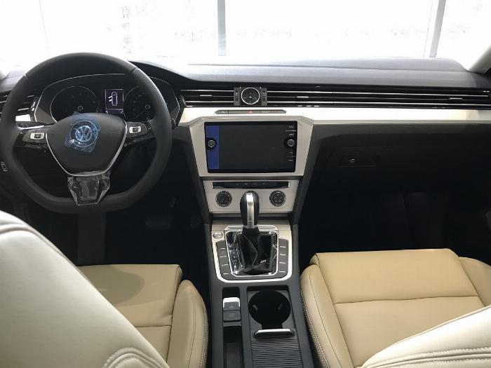 Volkswagen Passat BlueMotion Comfort Ưu đãi khủng chỉ còn 1 tỷ 214 triệu 0