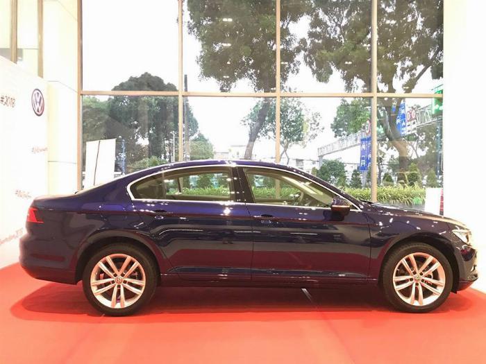 Volkswagen Passat BlueMotion High Giảm giá sốc chỉ còn 1ty 302 triệu 6