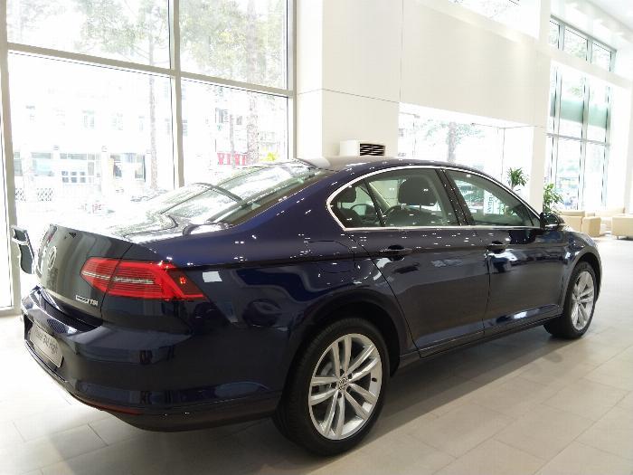 Volkswagen Passat BlueMotion High Giảm giá sốc chỉ còn 1ty 302 triệu 9