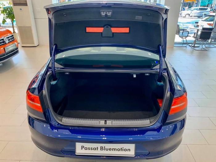 Volkswagen Passat BlueMotion High Giảm giá sốc chỉ còn 1ty 302 triệu 0
