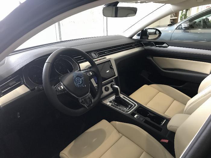 Volkswagen Passat BlueMotion Comfort Ưu đãi khủng chỉ còn 1 tỷ 214 triệu 6