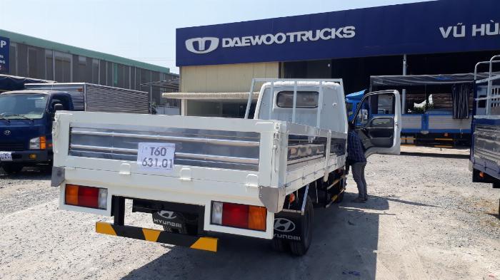 Hyundai N250SL 2,4 Tấn Thùng Dài 4,3m Lưu Hành Trong TP.HCM Vào Giờ Cao Điểm. 1