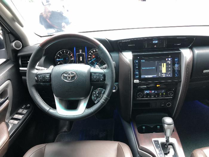 Bán Toyota Fortuner Máy xăng 1 cầu nhập khẩu 2019 4