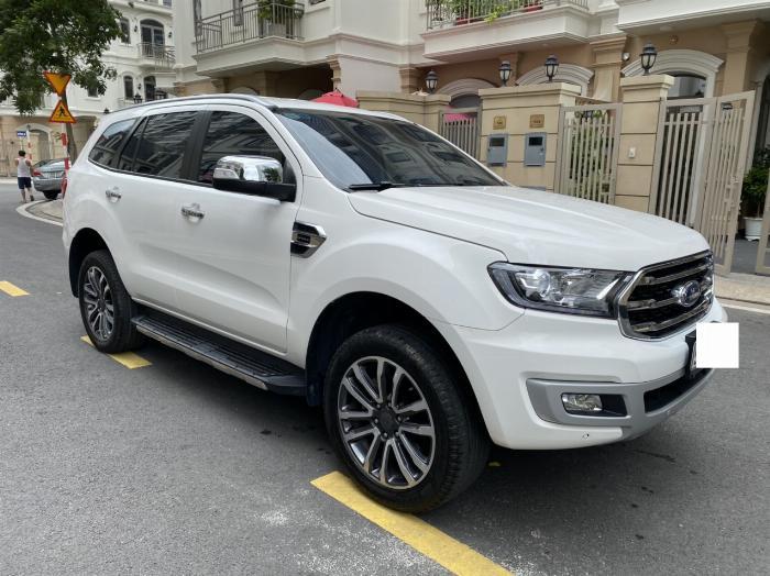 Bán xe ford Everest titanium 1 cầu màu trắng 2018 10