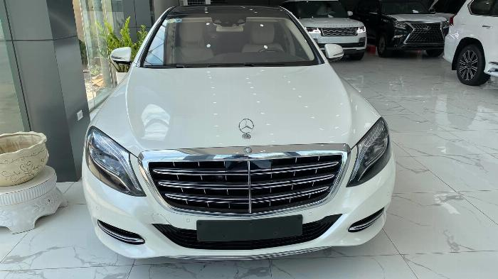 Bán Mercedes Maybach S400, Model và đăng kỹ 2017, màu trắng, xe siêu mới,giá tốt.