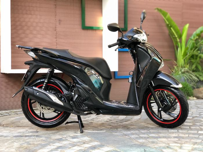 Cần bán SH Việt 125 ABS 12/2018 màu Đen quá mới cực chất