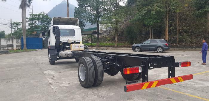 xe tải faw 8 tấn thùng dài 8m chở hàng cồng kênh 3