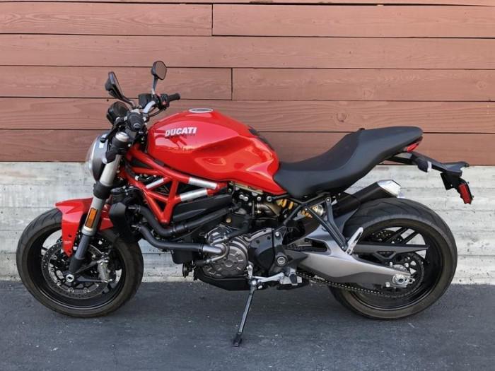 Ducati Monster 821 NEW 100% 3