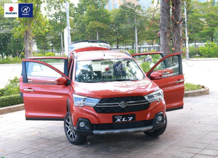 Suzuki XL7 6