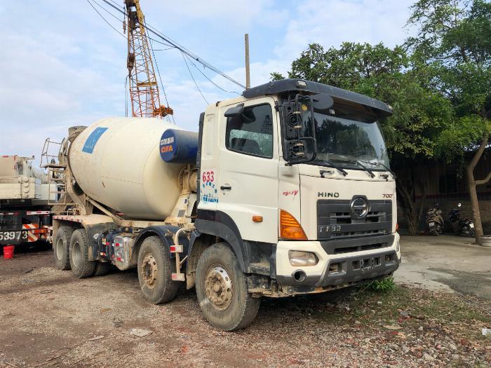 Xe trộn bê tông ô tô tải hiệu suất hoạt động cao, thách thức mọi địa hình