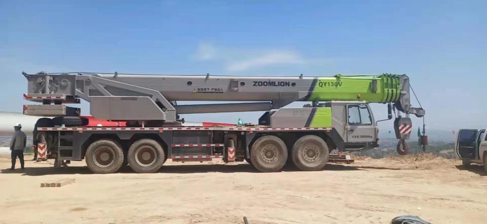 Xe cẩu 80 tấn Zoomlion sản xuất năm 2016, nhập khẩu trực tiếp