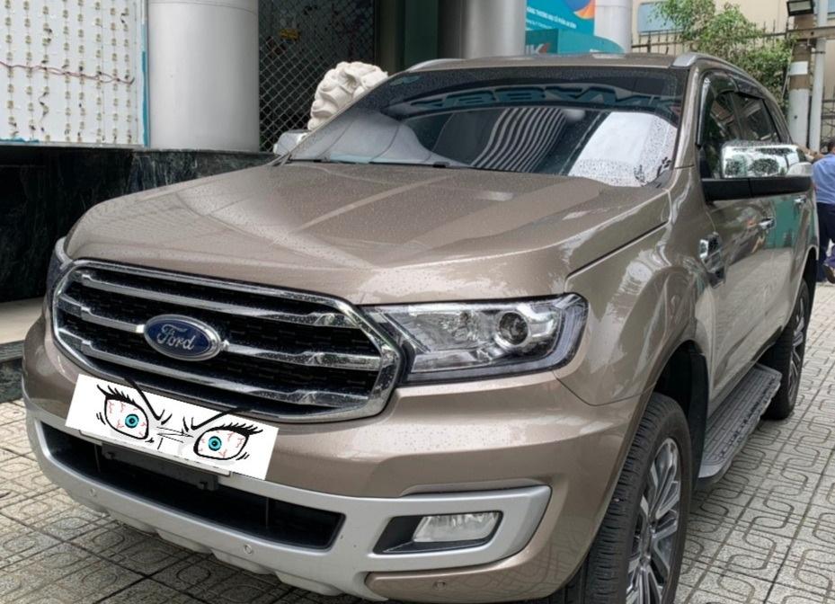 Ford Everest Titanium 4X2 Ghi Vàng