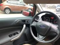 Ford Fiesta sản xuất năm 2012 Số tự động Động cơ Xăng