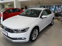 Volkswagen Passat sản xuất năm  Số tự động Động cơ Xăng