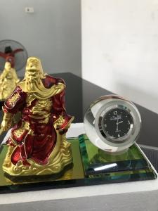 Tượng quan công kèm đồng hồ