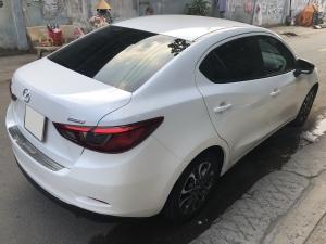 Cần tiền bán Mazda2 số tự động, màu trắng, sản xuất 2018