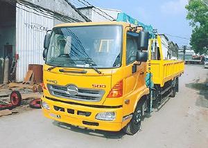 Xe tải 7 tấn HINO FC9JLSW gắn cẩu 3 tấn 3 đốt HKTC HLC3014M thùng dài. 5,6m | Hỗ trợ mua trả góp 90% giá trị xe