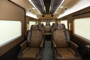 Solati Limousine 10 ghế phiên bản xe chạy dịch vụ cho nhà xe - xe mới 100%