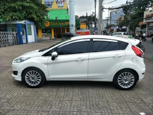 Fiesta S 2014, số tự động, màu trắng tinh.