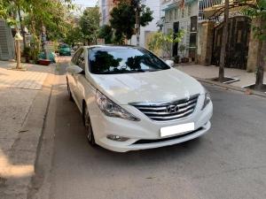 Gia đình cần bán Sonata 2012, số tự động, màu trắng gia đình sử dụng kỷ