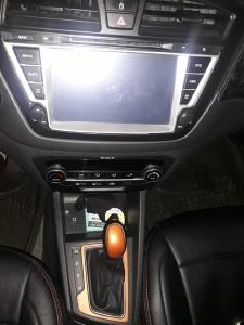Cần bán xe Huyndai i20 active 2015 số tự động hatchback 5 chổ màu bạc