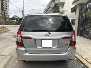 Cần Bán xe Toyota Innova 2.0E, Model 2015, màu Bạc!!