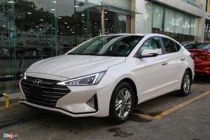 Hyundai Elantra khuyến mãi 30tr xe giao ngay tặng nhiều phụ kiện khủng.