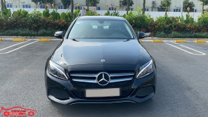 Xe Chính Chủ bán Mercedes C200 siêu lướt màu đen sx 2018, còn BH hãng, Giá tốt