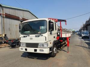 Xe tải hyundai 13 tấn 6 HD240 gắn cẩu nhập khẩu mới 100%