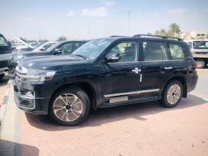 Bán Toyota Land Cruise VX R 4.6, nhập Trung Đông, sản xuất 2020, bản full kịch đồ, giá tốt.