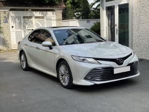 Bán Toyota Camry 𝟮.𝟱𝗤 đk 6/2020 tự động màu Trắng full.