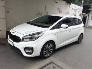 Cần bán xe Kia Rondo 2018 số sàn, máy xăng, màu trắng còn mới tinh