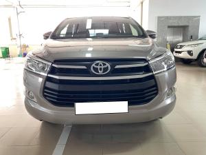 Mình cần bán Toyota Innova 2019, số sàn, màu xám.