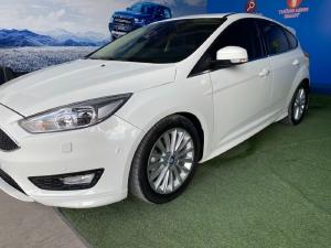 Bán Ford Focus Sport 5 cửa màu trắng đời 2018 bản Full