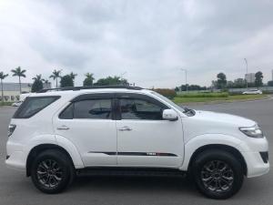 Xe gia đình cần bán Toyota Fortuner Sportivo 2016, số tự động, màu trắng.