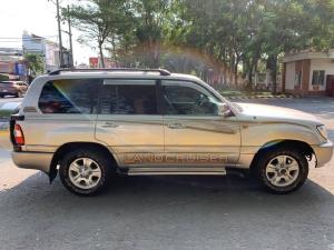 Tôi cần bán Toyota Land Cruiser 2004, số sàn, Bản full xăng, màu xám