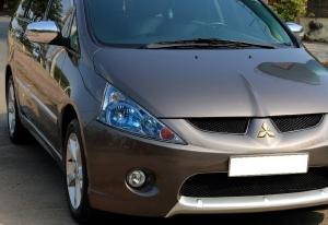 Tôi cần bán Mitsubishi Grandis đời 2011, số tự động, màu xám cực mới