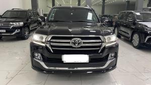 Toyota Land Cruiser 4.6 VXS Trung Đông màu đen, nội thất nâu, đăng ký 2020 chưa lăn bánh.
