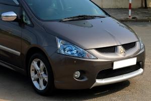 Tôi cần bán Mitsubishi Grandis đời 2011, số tự động, màu xám cực mới.
