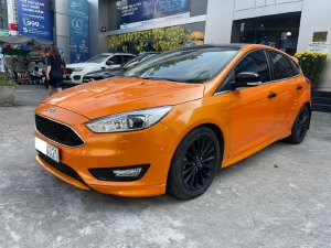 Ford Focus Sport Cam Đen 2019.